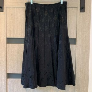 Pleated black skirt with rose motif size 6